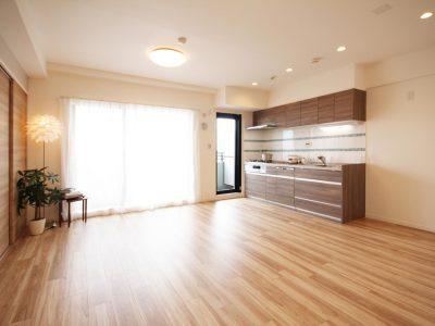 「リノステージ」のマンションリノベーション事例「閉塞感からの脱却。現代のライフスタイルに寄り添った開放感あふれる住空間」