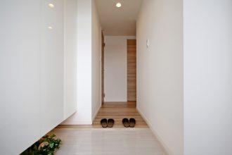 リノステージ、リノベーション、ARISE、玄関、玄関収納、シューズボックス