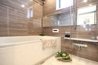 リノステージ、リノベーション、ARISE、バスルーム、お風呂、鏡面仕上げ、木目調パネル