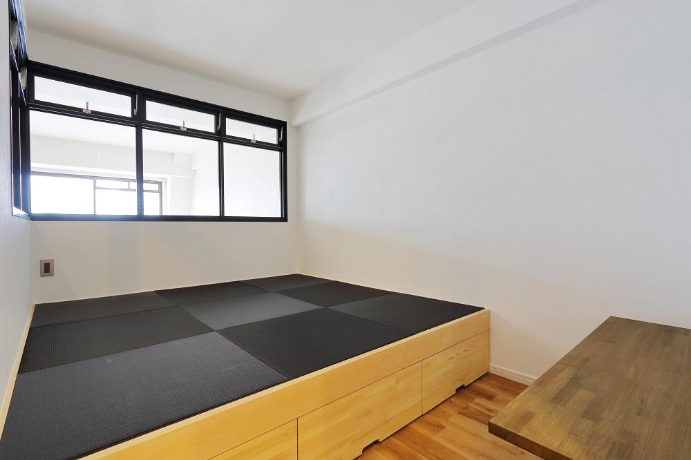 Three Eight、リノベーション、寝室、琉球畳、小上がり、モノトーン