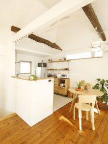 リノベーション、スタイル工房、自然素材、戸建リノベーション、ダイニング、対面キッチン、高窓、梁
