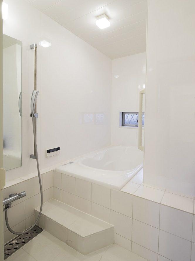 リノベーション、スタイル工房、自然素材、戸建リノベーション、バスルーム、タイル貼り