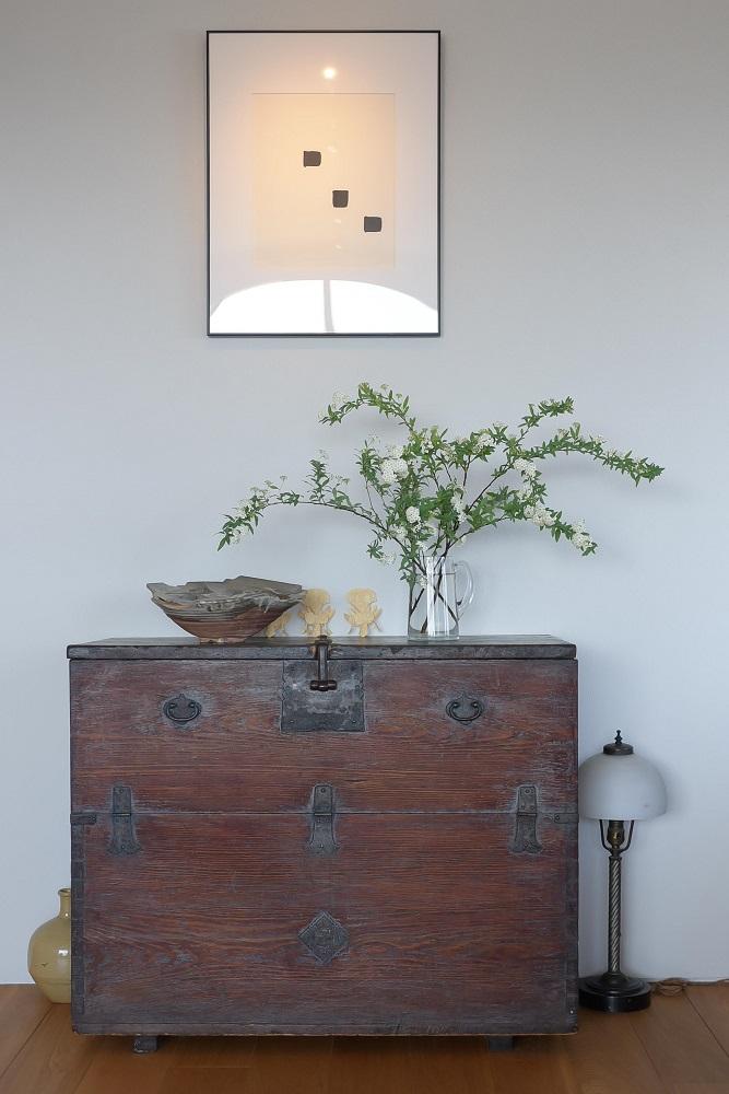 李朝箪笥、花器、リビング、アンティーク、ナラ材、フローリング、リノベーション、ハンズデザイン