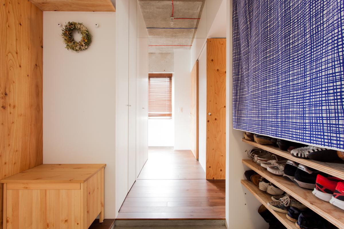 EcoDeco、リノベーション、エントランス、玄関、見せる収納、テーマカラー、