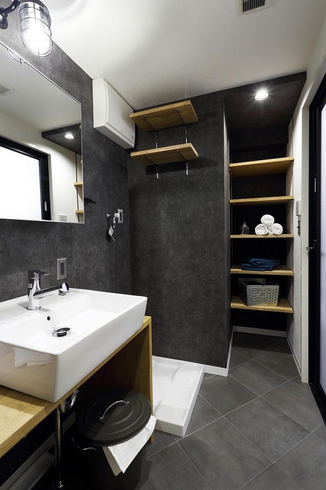 洗面所、グレー、壁紙、収納、フロアタイル、洗面台、ベッセルタイプ、マンションリノベーション