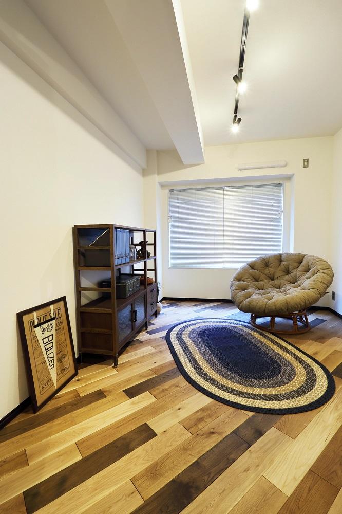 洋室、寝室、フローリング、無垢、ナラ材、大容量収納、マンションリノベーション、ヤナセ不動産