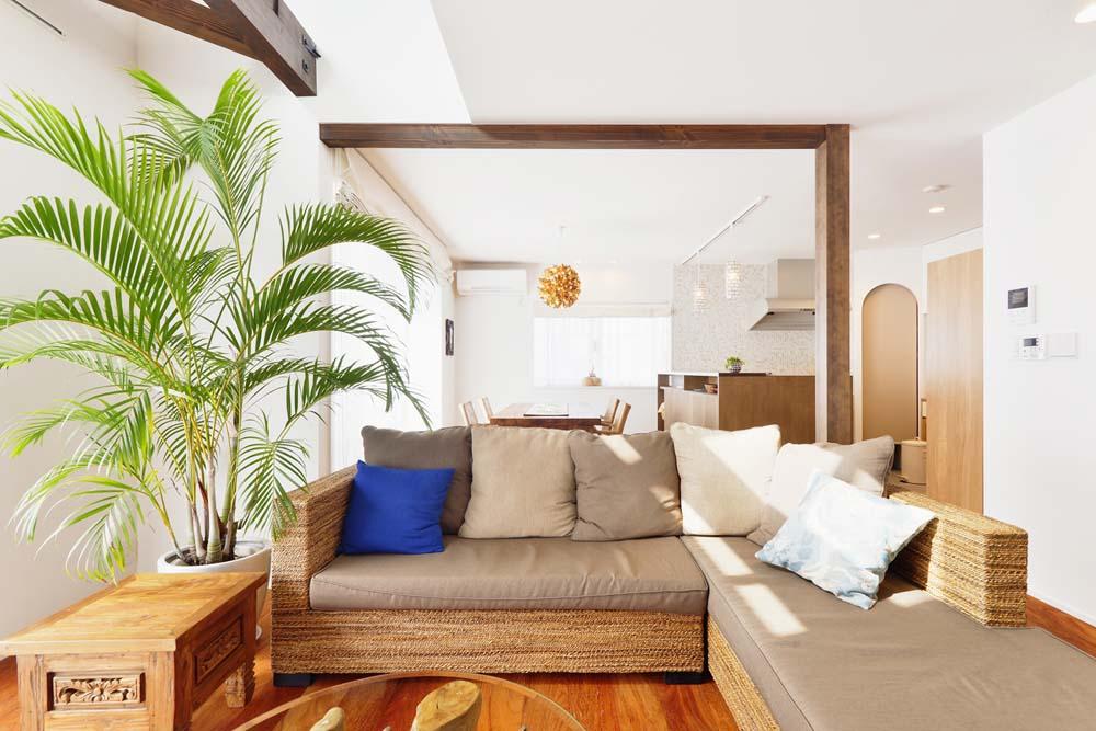 築25年の木造住宅が吹き抜け効果で 光あふれる開放的な空間に