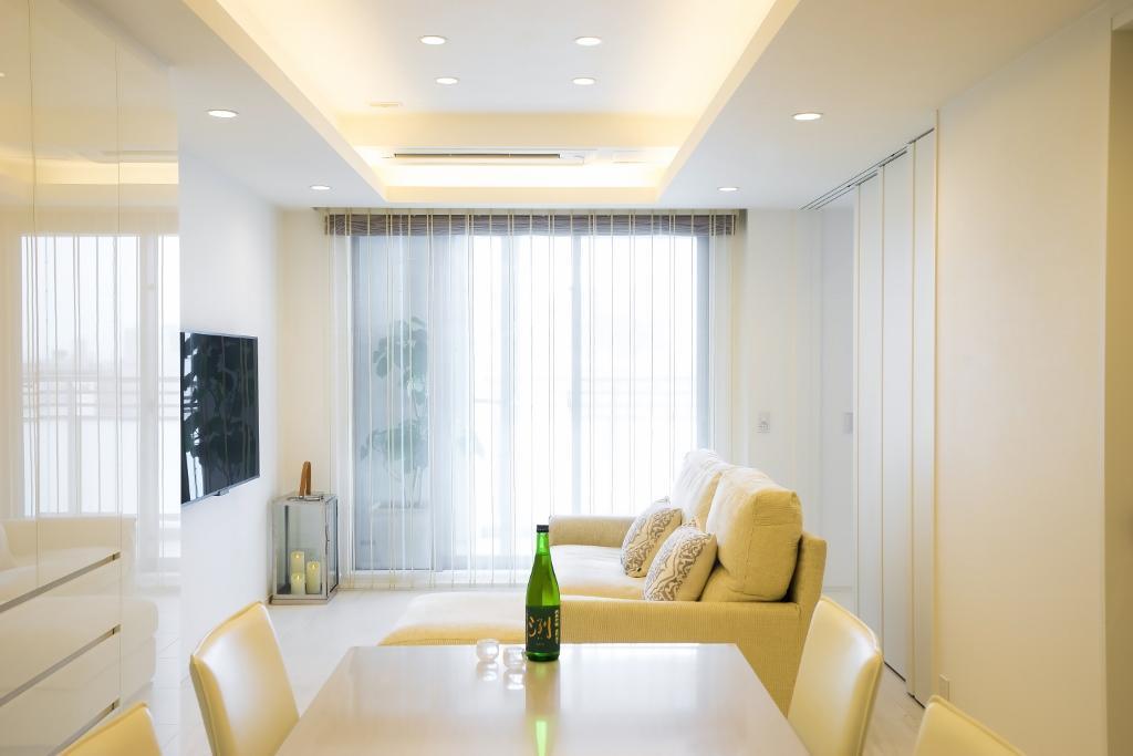 「QUALIA クオリア」のリノベーション事例「ホワイトを基調にした明るい空間に生まれ変わったタワーマンション」