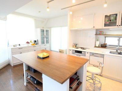 「湘南リフォーム」のマンションリノベーション事例「自然素材をふんだんに。ナチュラル可愛い広々キッチン」