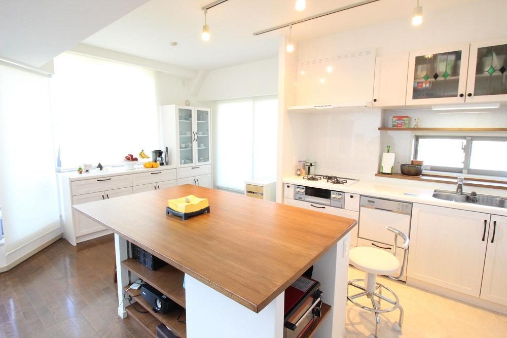 「湘南リフォーム」のリノベーション事例「自然素材をふんだんに。ナチュラル可愛い広々キッチン」