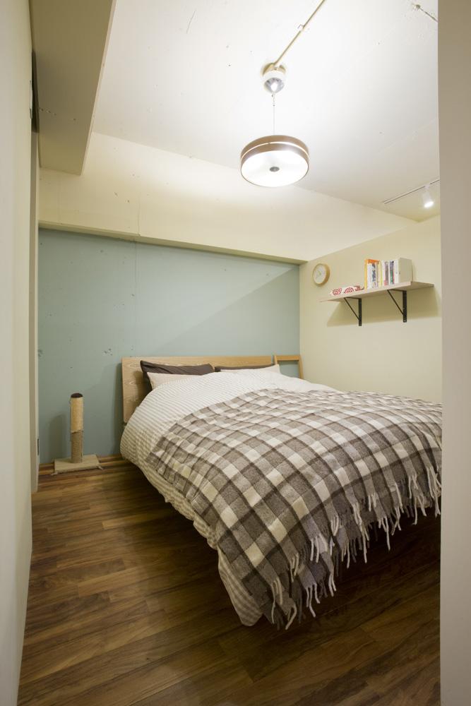 リノベーション、インテリックス空間設計、DIY、寝室、フローリング、アクセントクロス