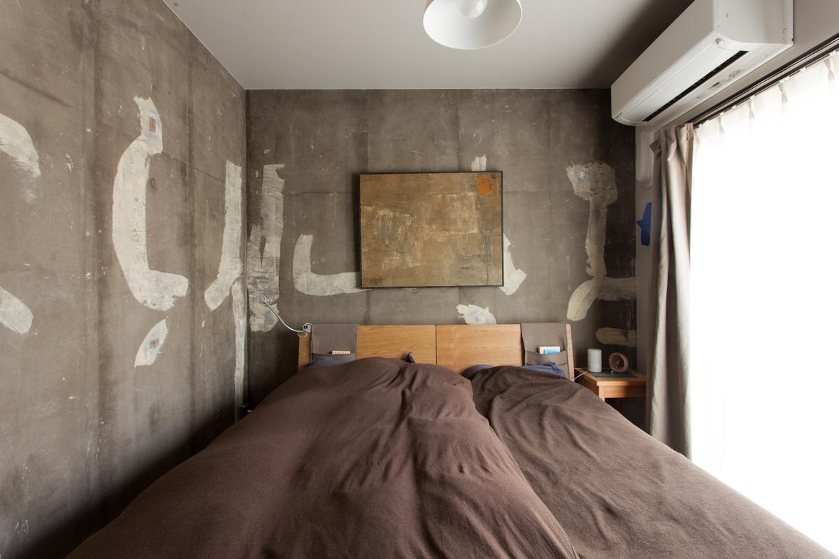 寝室、リノベーション、ecodeco、エコデコ、躯体現し、コンクリート壁、