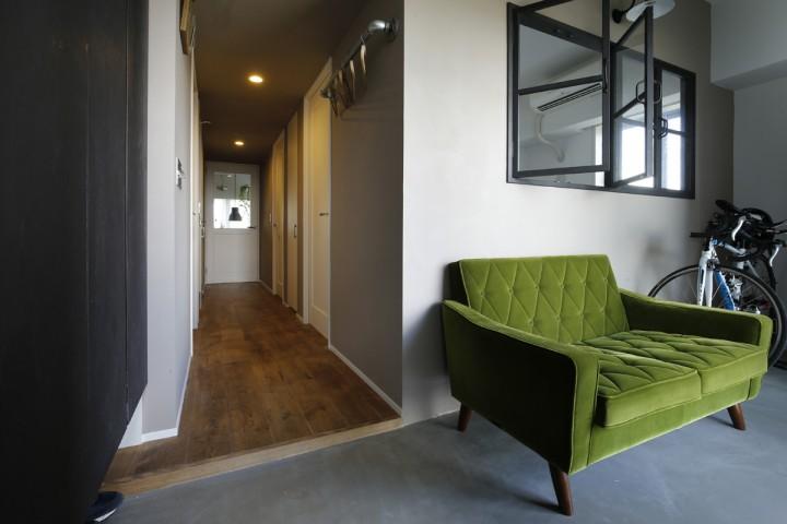 M・DESIGN コンクリート 室内窓 自転車、土間、玄関土間、リノベ―ション