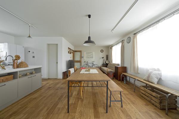 リノベーション、DIY、デン・プラスエッグ、LDK、実家リノベ、戸建リノベ、無垢フローリング、漆喰壁、自然素材、2世帯住宅