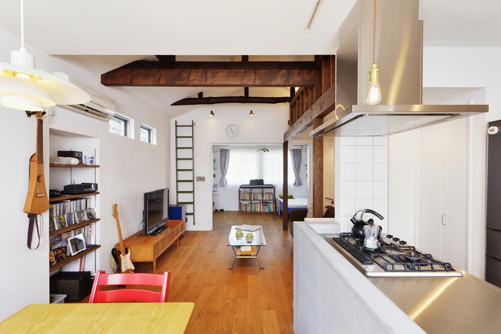 子供室、引き込み戸、建具、床、オーク、無垢、漆喰、床暖房