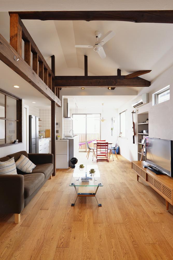 勾配天井、小屋梁、リビングダイニング、戸建て、リノベーション、スタイル工房