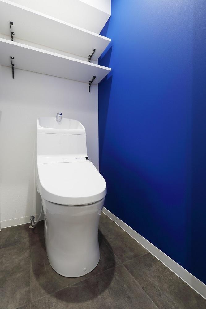 リノベ不動産|Three Eight、リノベーション、snowpeak、アウトドア、水まわり、トイレ、アクセントクロス