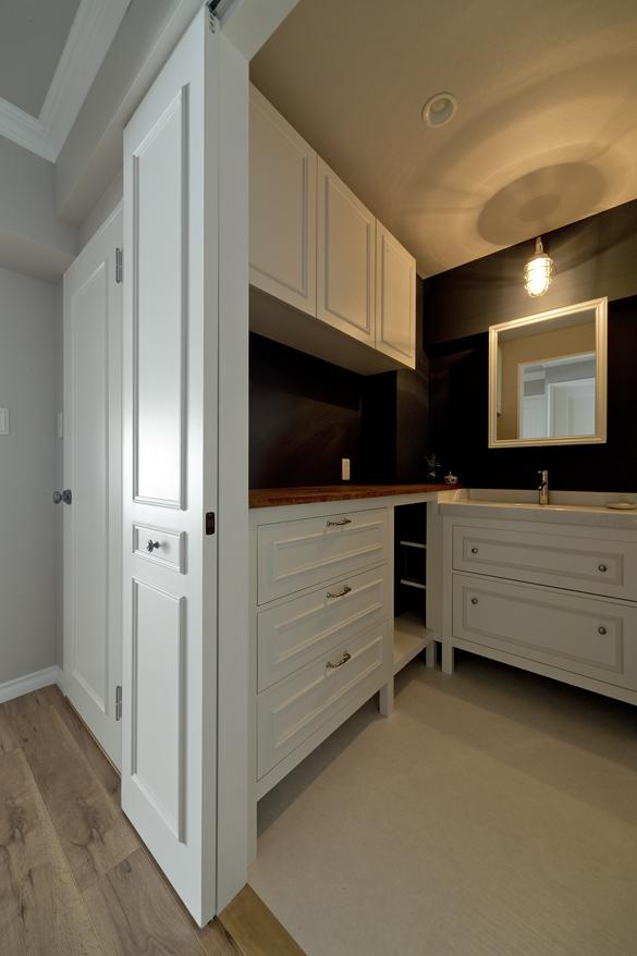 リノベ―ション、グラデン、モールディング、洗面室。洗面台、ホテルライク、ホテル風、