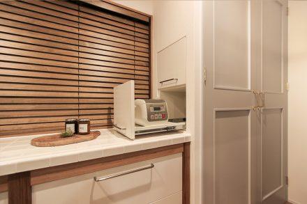 リノベ―ション、住工房、二世帯リノベ、キッチンカウンター、タイル壁、オリジナルキッチン、対面式キッチン