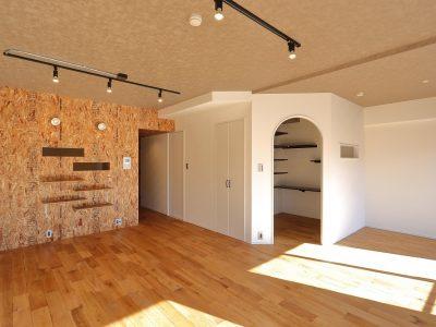 「リノベ不動産|Three Eight」のマンションリノベーション事例「くすぐられる好奇心。隠れ家のようなホビールームのある家」