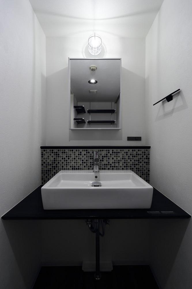 リノベ不動産 洗面台 ベッセルタイプ モザイクタイル