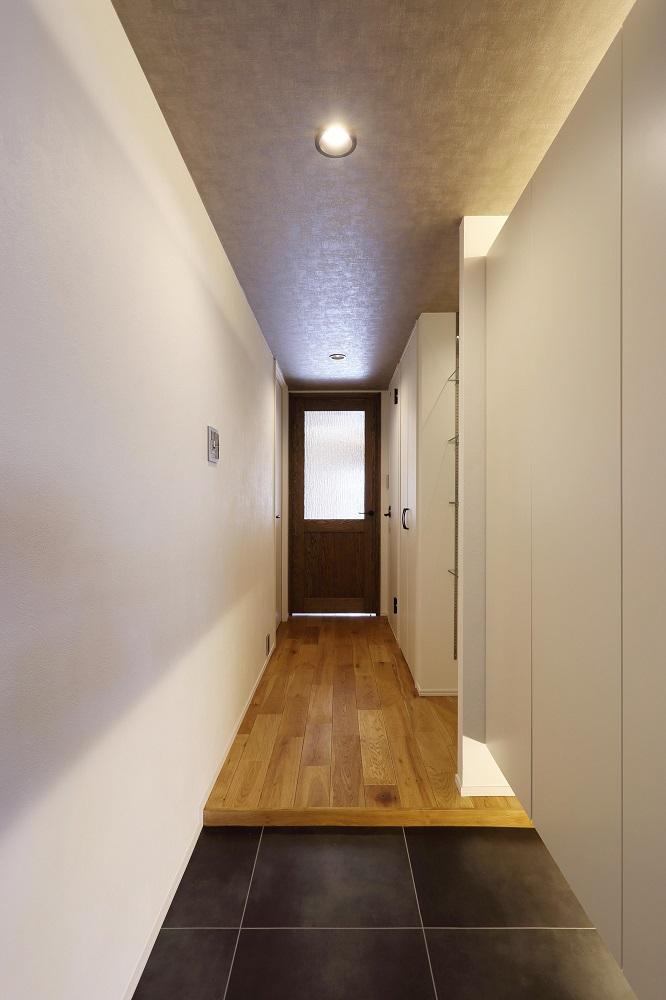 リノベ不動産 玄関 間接照明