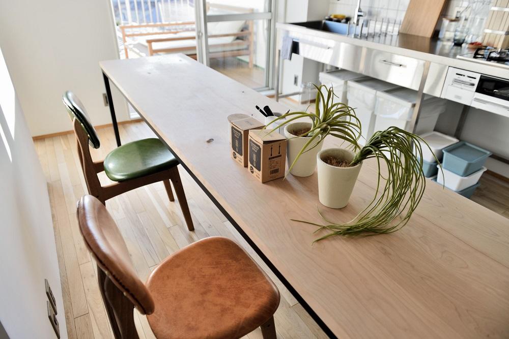 リノベーション、キュースタジオ、躯体現し、オークフローリング、ワンストップ、オーダーメイド、ダイニングテーブル、長テーブル