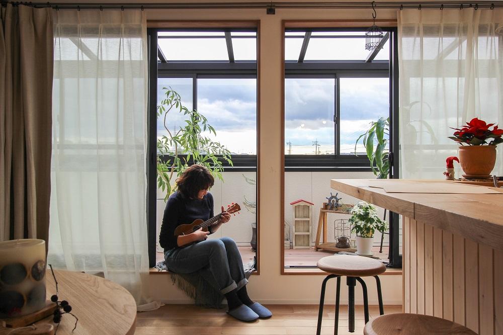 リノベ―ション、住工房、インナーテラス、ナラ無垢材、リビング、二世帯リノベ