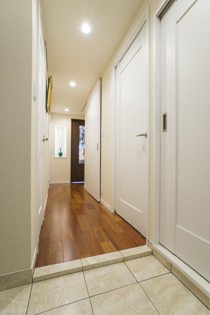 エントランス、玄関、リノベーション、クオリア、カリン、フローリング、廊下