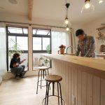 「住工房株式会社」の「実家の2階を素敵にリノベーション!インナーテラスとホームシアターで趣味を満喫する家」