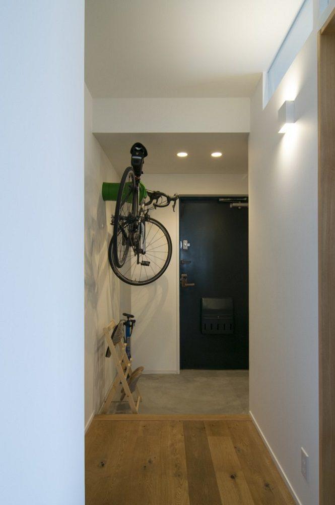株式会社エキップ、玄関、土間、自転車、欄干、自転車ハンガー、バイスクルハンガー