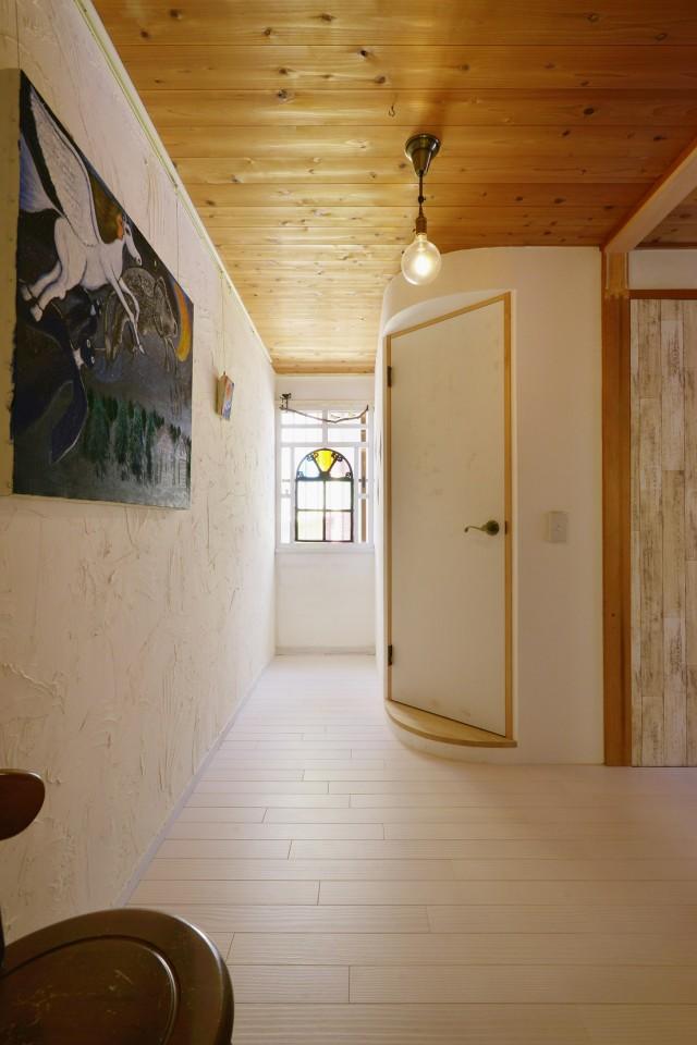 夢工房、リノベーション、木目天井、R壁、無垢フローリング、