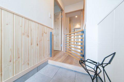 自然素材リノベーション、ペット、玄関ゲート