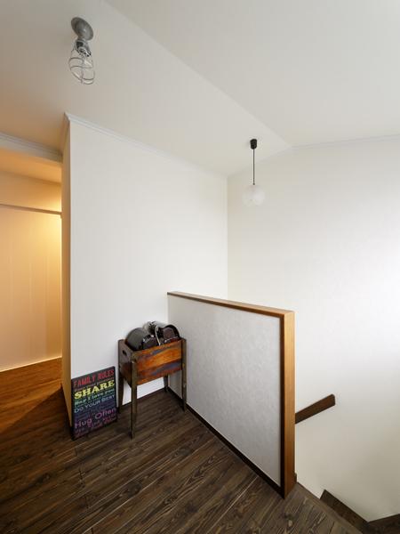 戸建リノベ、ロハススタジオ、階段、ランドセル収納