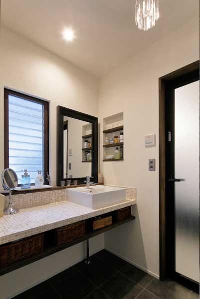 戸建リノベ、ロハススタジオ、大理石タイル、タイル貼り、洗面台、洗面室、ニッチ