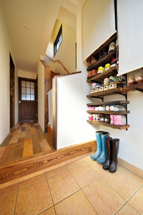 玄関、棚板、ロールスクリーン、DIY、収納、スタイル工房