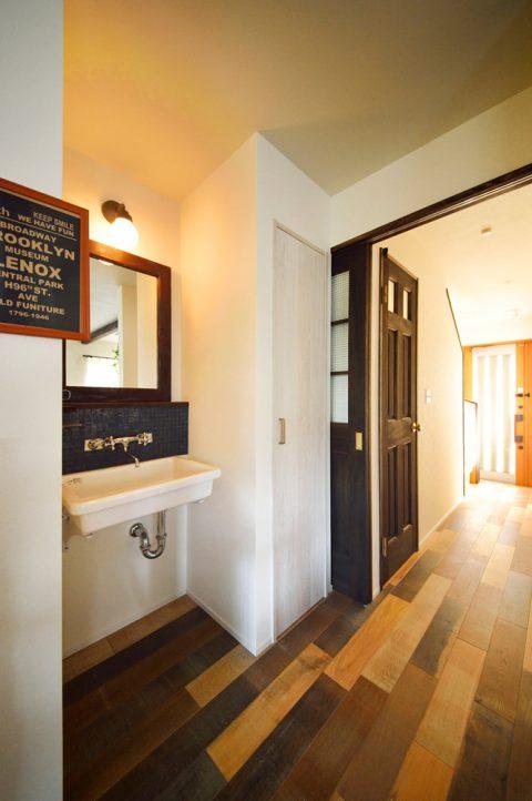 洗面コーナー、掃除用具、収納、オークミックス、フローリング、スタイル工房
