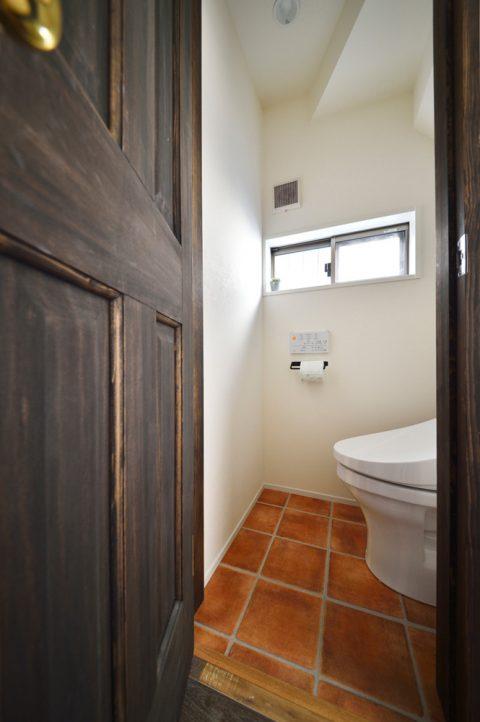 トイレ、階段下、ドア塗装、戸建てリノベーション