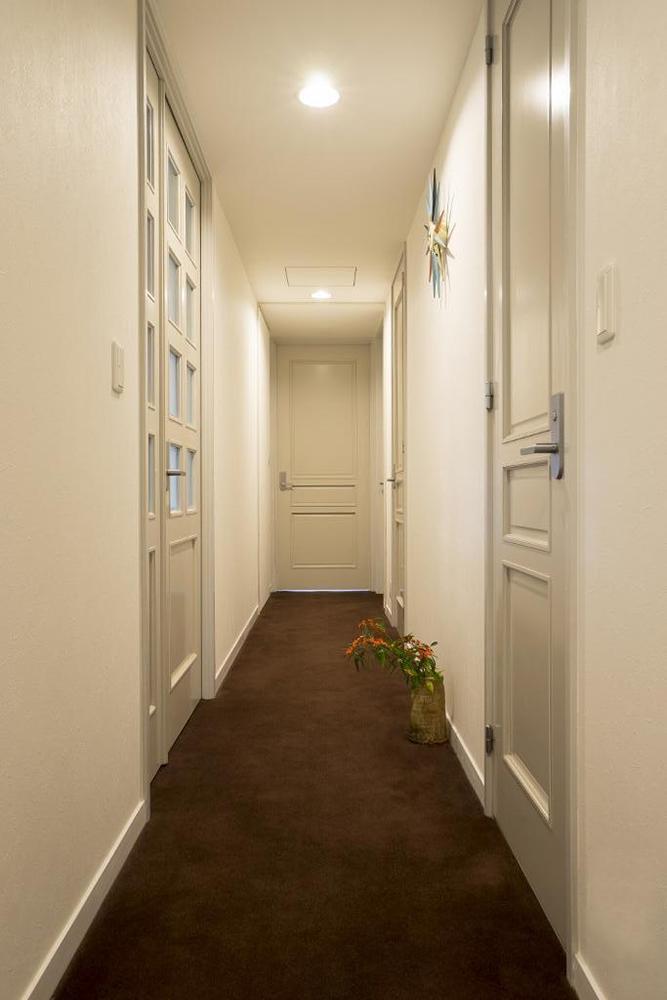 リノベーション、qualia、クオリア、モダン、落ち着き、玄関、カーペット、高級感