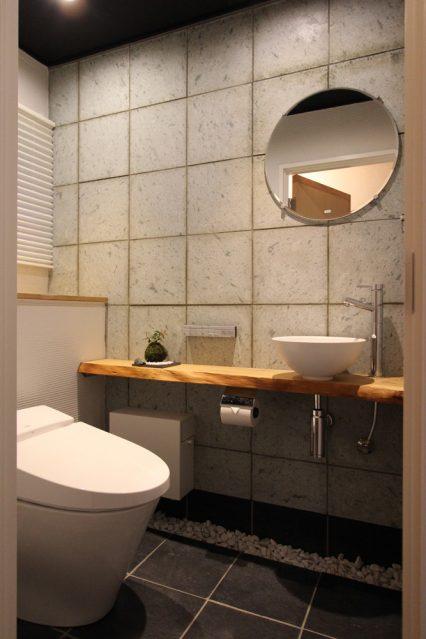 トイレ、白玉石、高級感、壁、コンクリート、和モダン、戸建てリノメーション