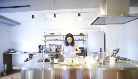 リノベーション、リノまま、ステンレスキッチン、アイランドキッチン、見せる収納