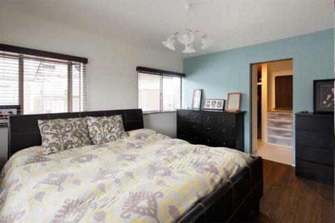 戸建リノベ、ロハススタジオ、寝室、ベッドルーム、アクセントクロス、ウォークインクローゼット