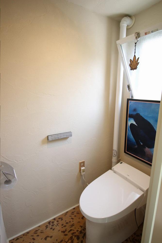 リノベーション、湘南リフォーム、トイレ、珪藻土、自然素材、ウォシュレット、タンクレス、すべり出し窓
