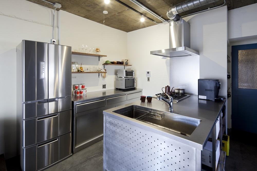 リノベーション、秀建、インダストリアル、ステンレスキッチン、対面キッチン、ダクト