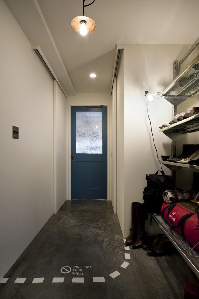 リノベーション、秀建、モルタル床、玄関収納、インダストリアル