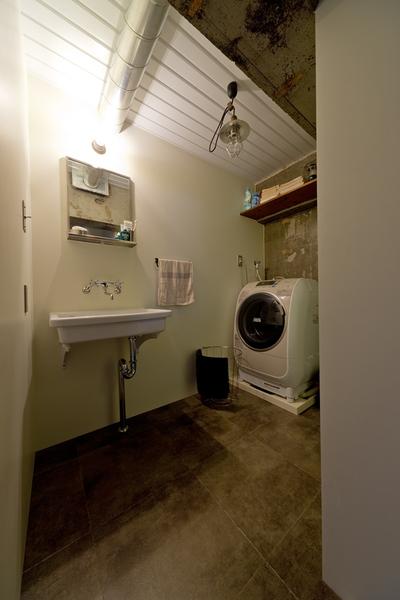 ハコリノベ、サンエステート、リノベーション、中古マンション、洗面所、オープン収納、見せる収納、インダストリアル