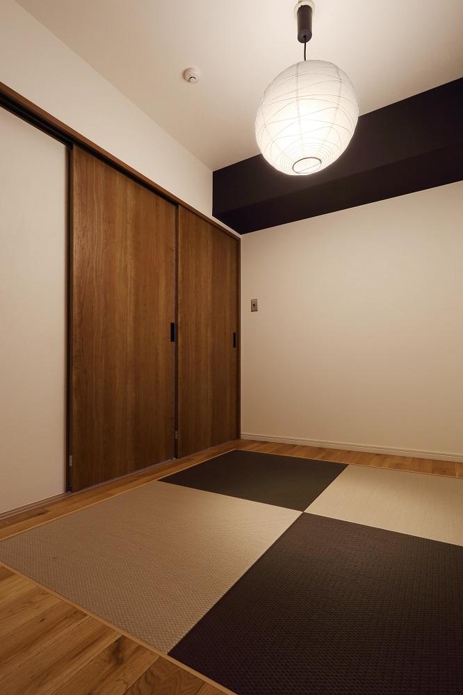 リノベーション、スリーエイト、ヤナセ不動産、アクセントクロス、モノトーン、琉球畳、和室、和モダン