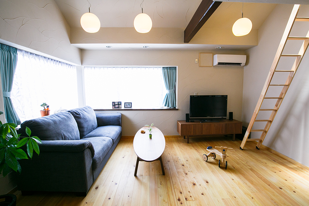 リノベーション、戸建てリノベーション、駿河屋、自然素材、リビング、ロフト付きリビング、珪藻土、吉野産桧、床暖房、折り上げ天井