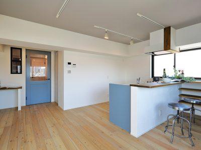 「リノベ不動産|Three Eight」のマンションリノベーション事例「住むごとに愛着が深まる「シャビーシックな家」」