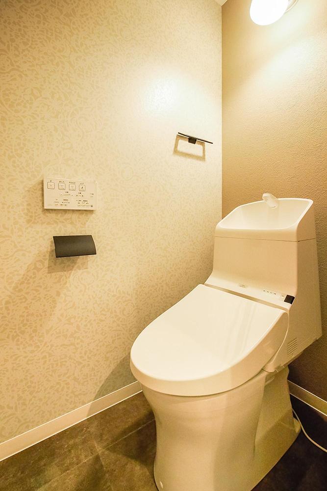 リノベーション、リノベ不動産、中古マンションリノベ、トイレ、手洗い一体式、アイアン、トイレットペーパーホルダー、タオルハンガー